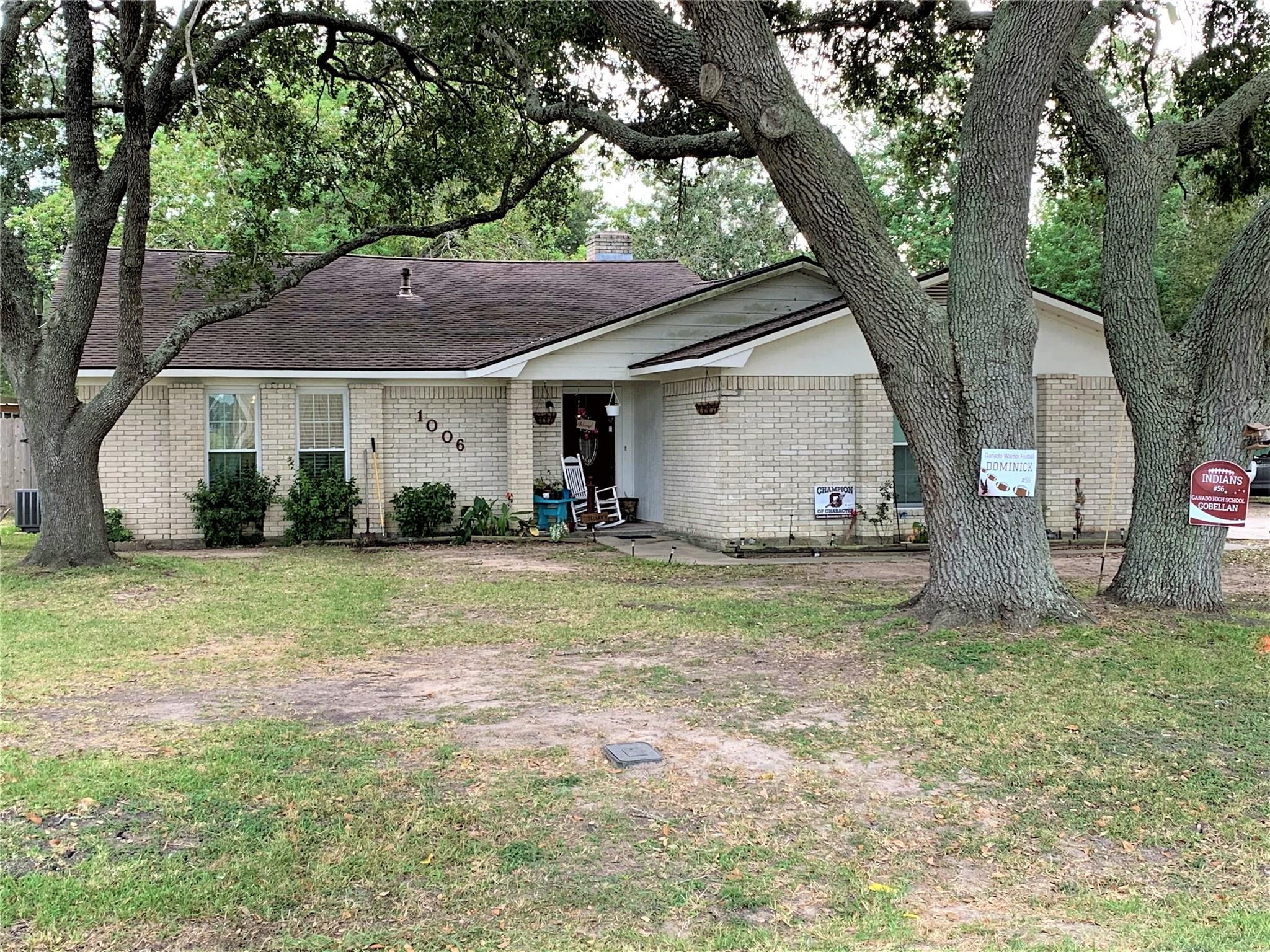 1006 Fairlane Drive Property Photo - Ganado, TX real estate listing