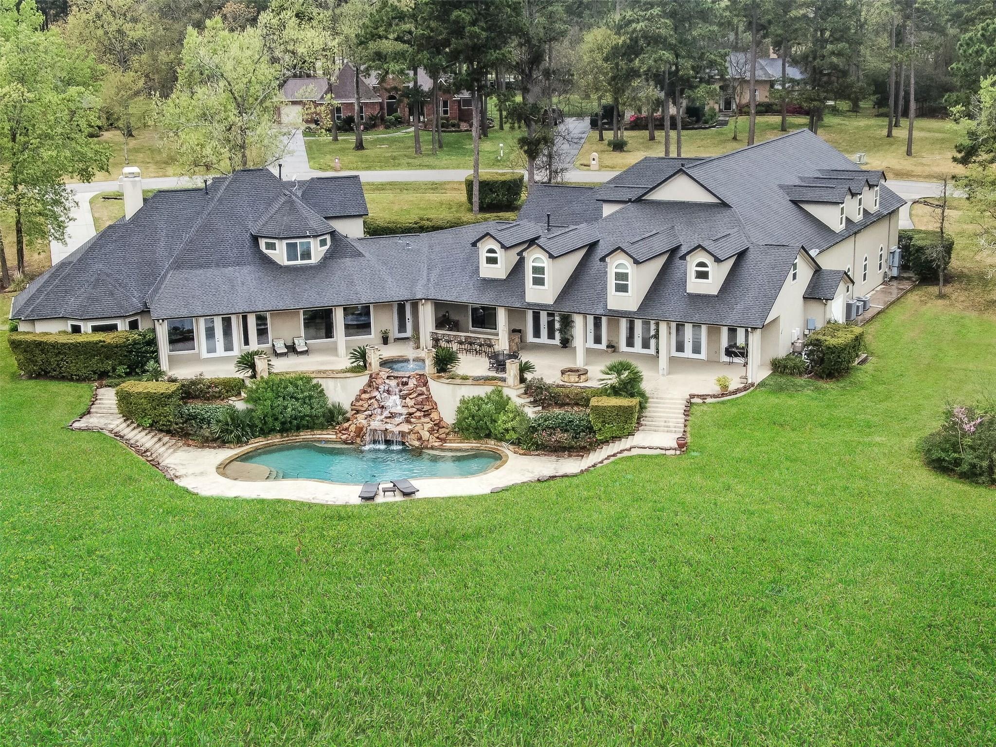 18811 W Cool Breeze Lane Property Photo - Montgomery, TX real estate listing