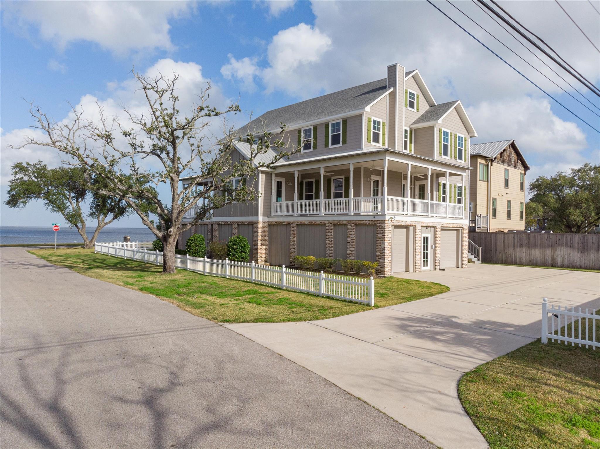 3330 Miramar Drive Property Photo - Shoreacres, TX real estate listing