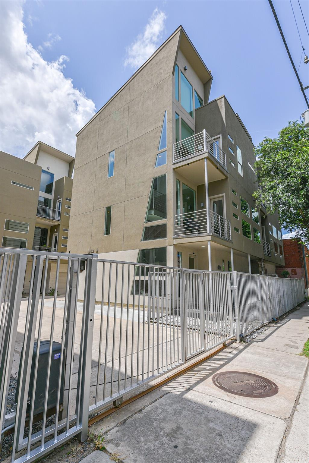 902 Hutchins Street Property Photo
