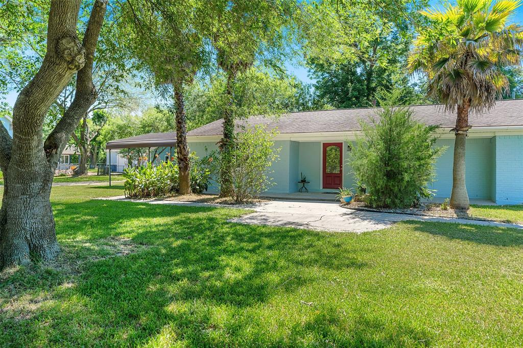 816 Walker Street Property Photo - La Marque, TX real estate listing