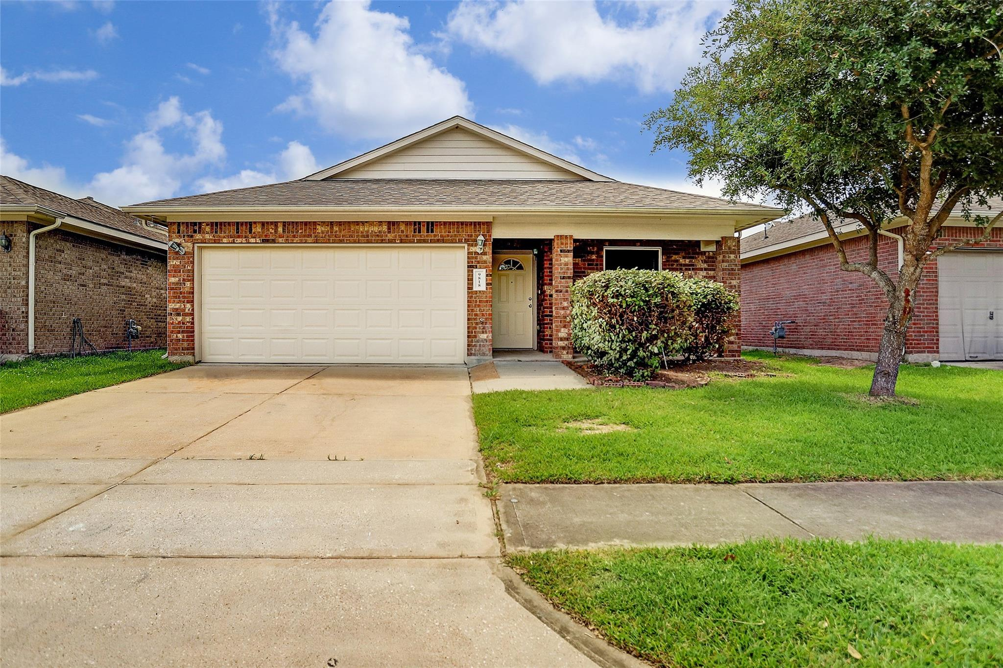 9818 Graniteville Drive Property Photo - Houston, TX real estate listing