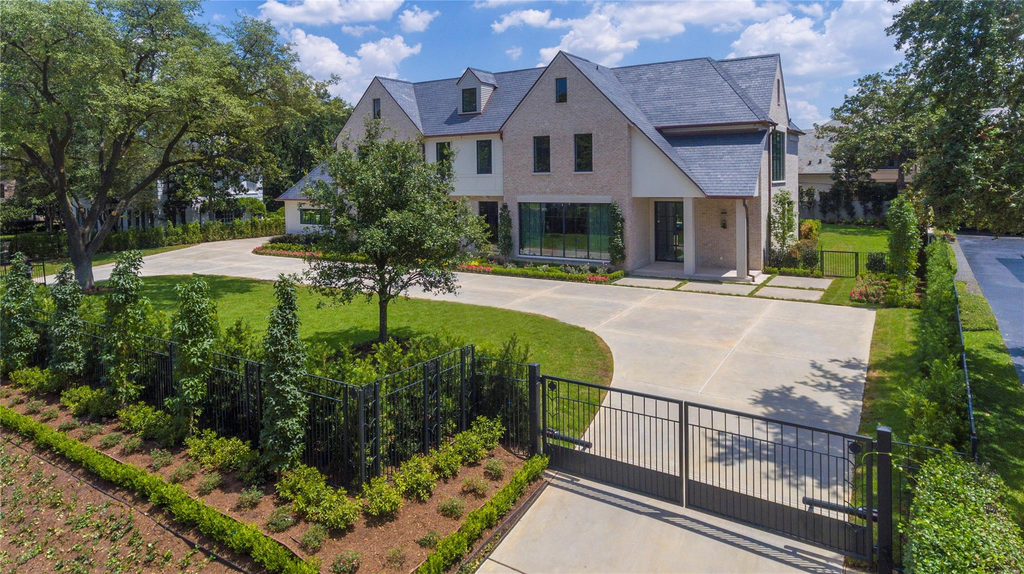 1059 Kirby Drive Property Photo - Houston, TX real estate listing