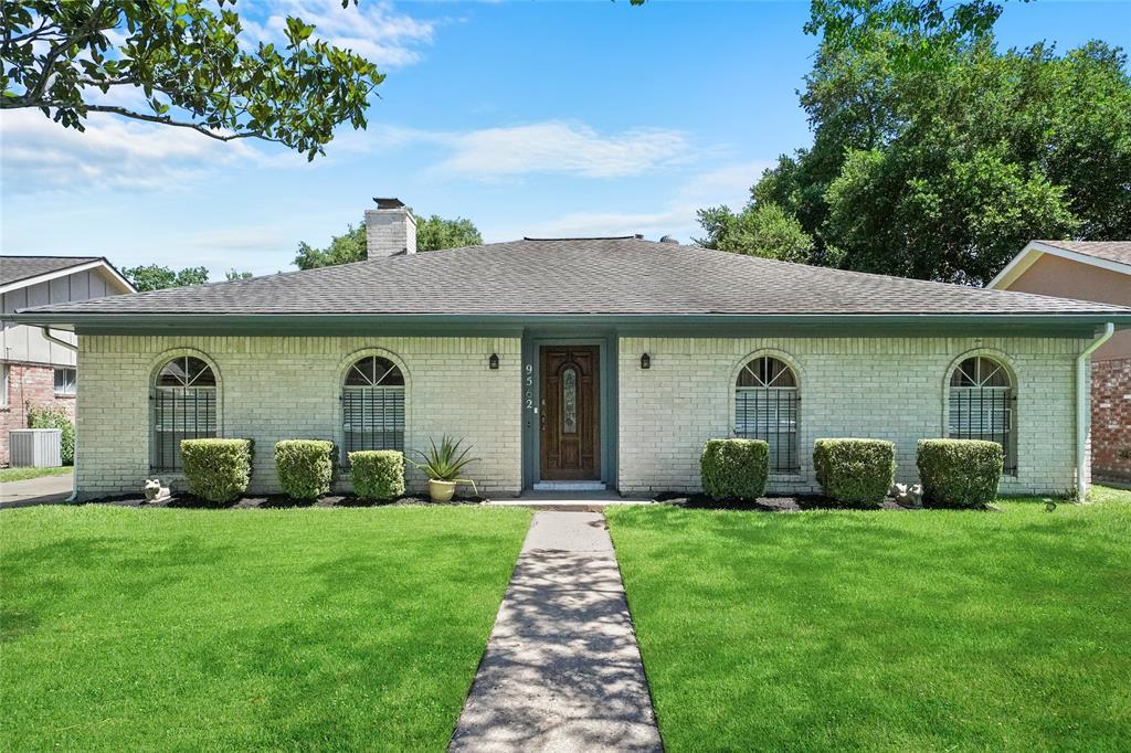 9562 Wickenburg Drive Property Photo - Houston, TX real estate listing