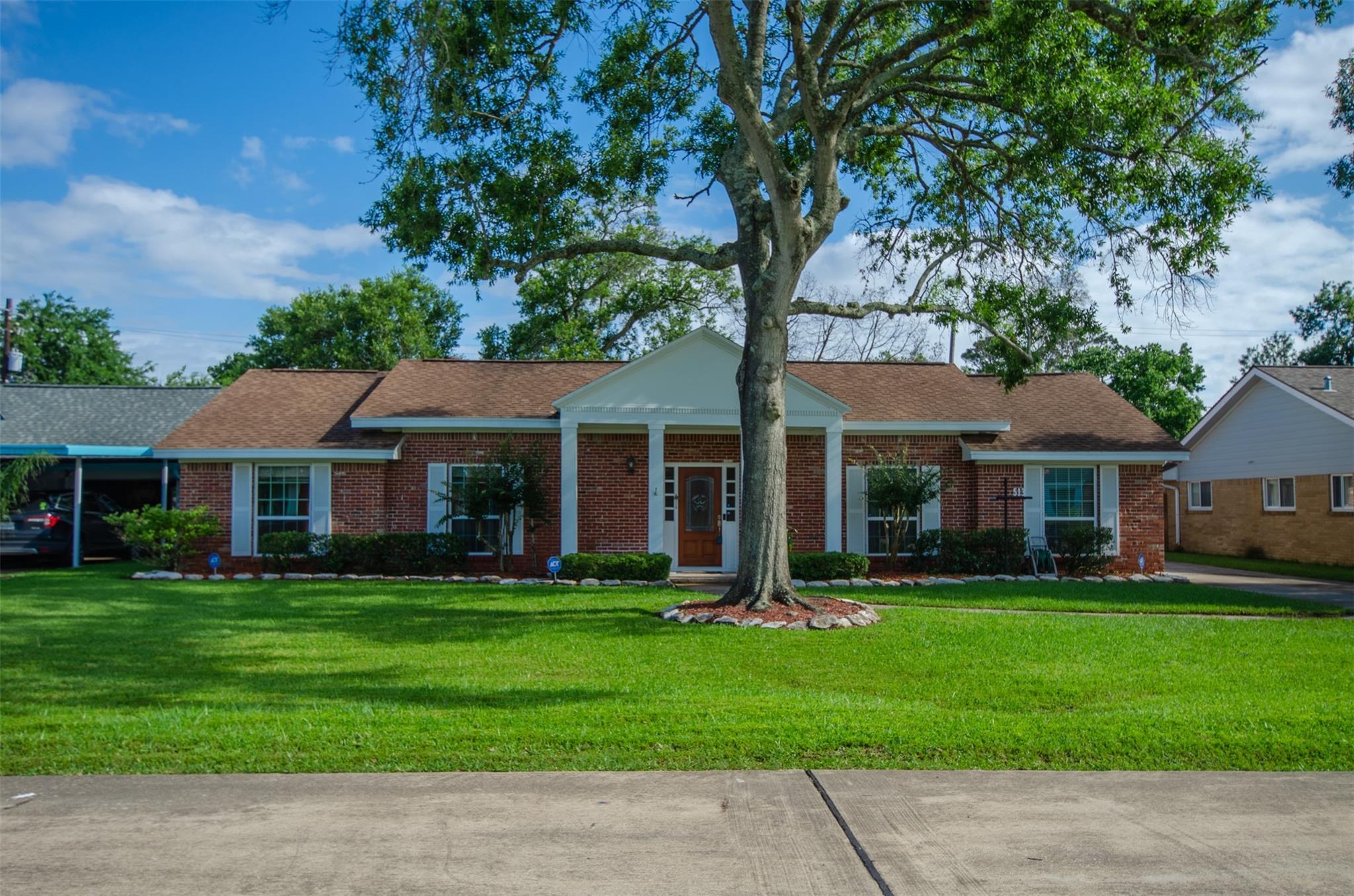 513 Meadowlawn Street Property Photo
