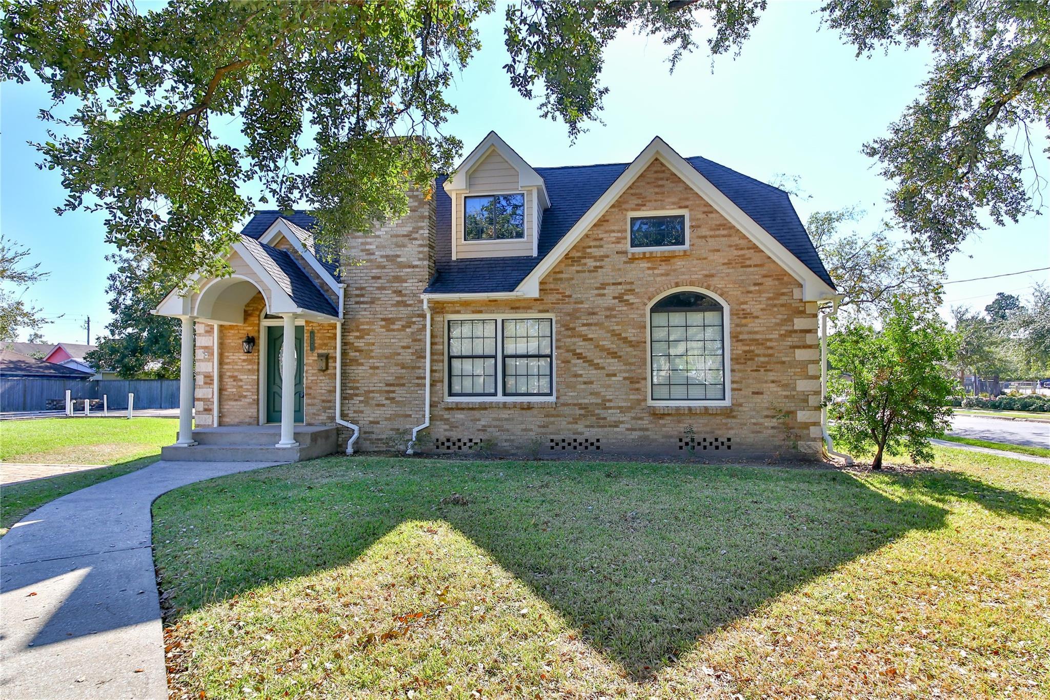 521 W Gulf Street Property Photo - Baytown, TX real estate listing