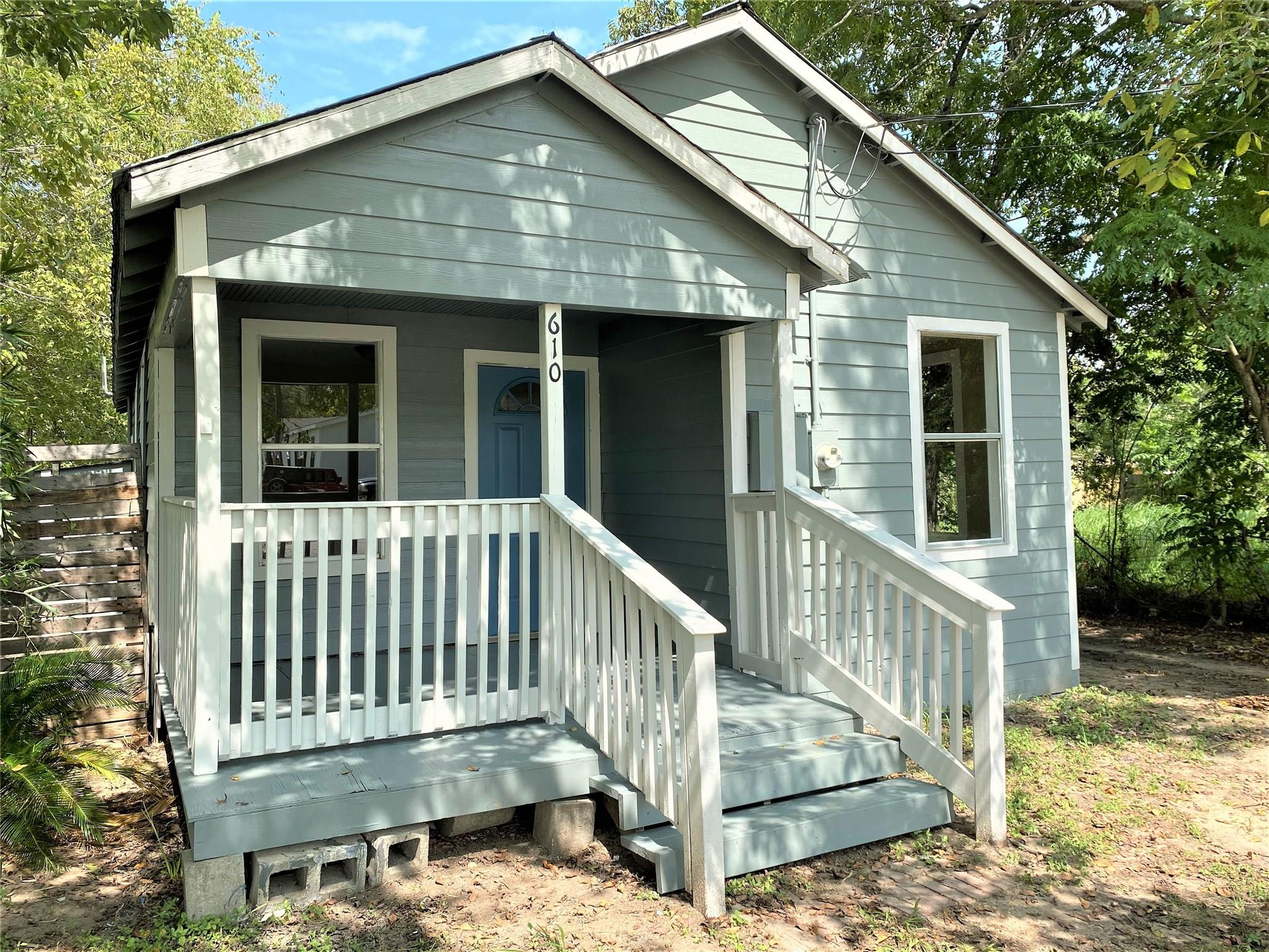610 W Morgan Avenue Property Photo - Cuero, TX real estate listing