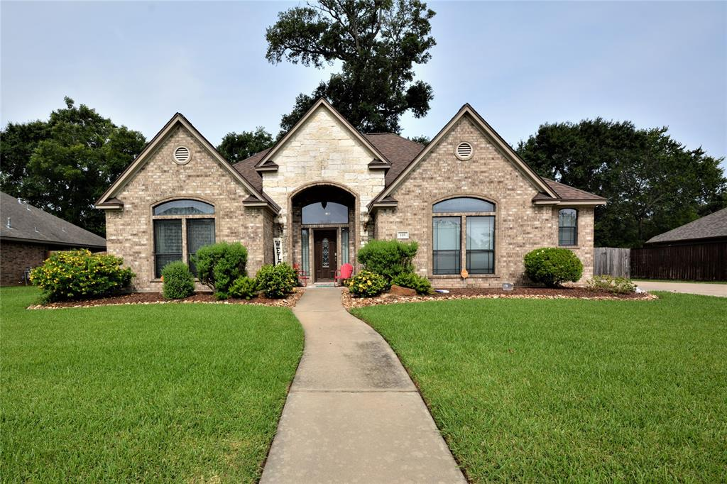 105 Pintail Drive Property Photo - Clute, TX real estate listing