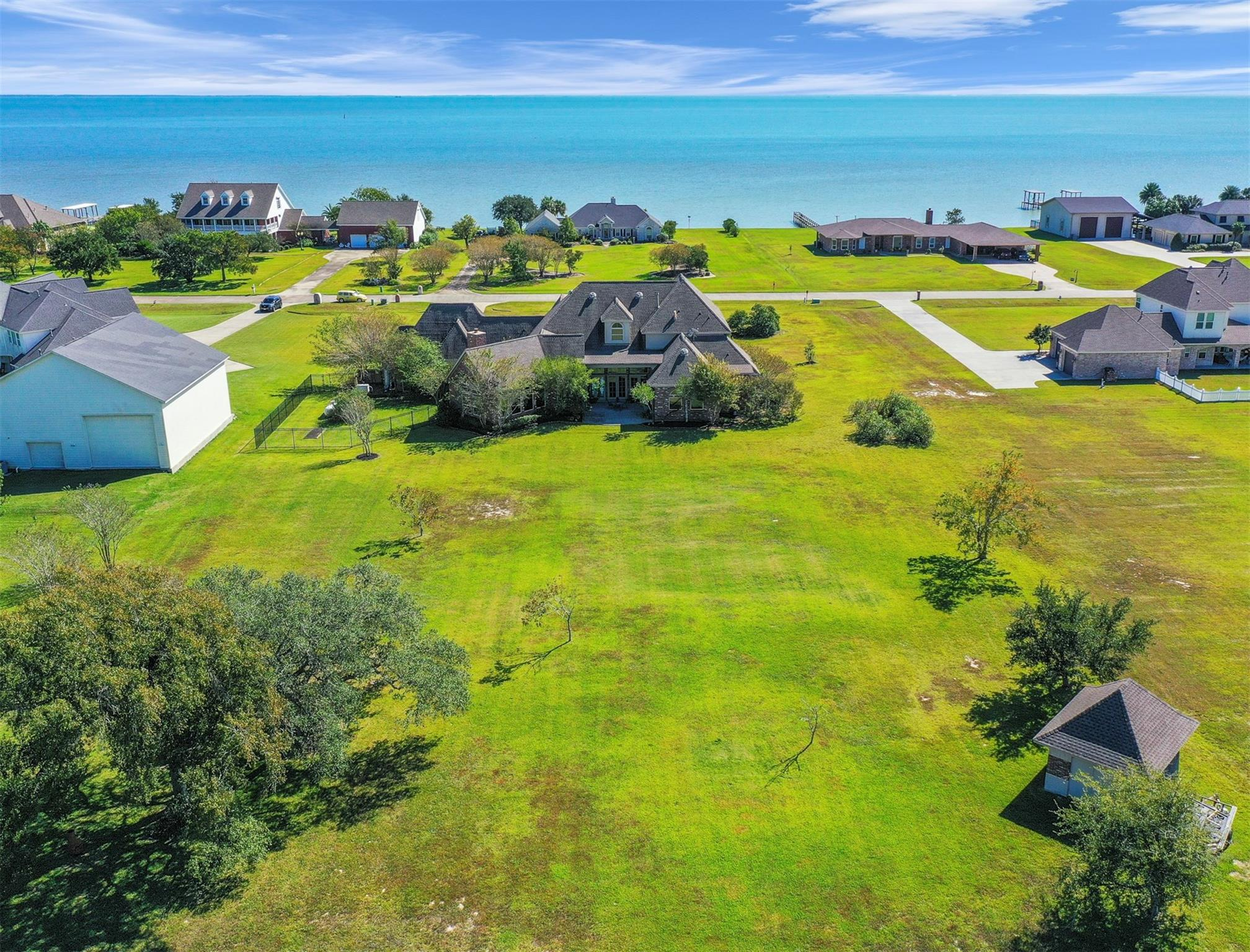 9051 North Point Drive Drive Property Photo - Beach City, TX real estate listing