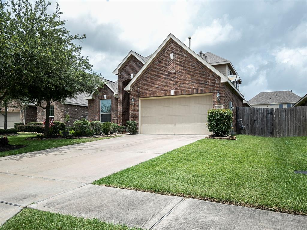 2711 Secret Falls Court Property Photo - Pearland, TX real estate listing