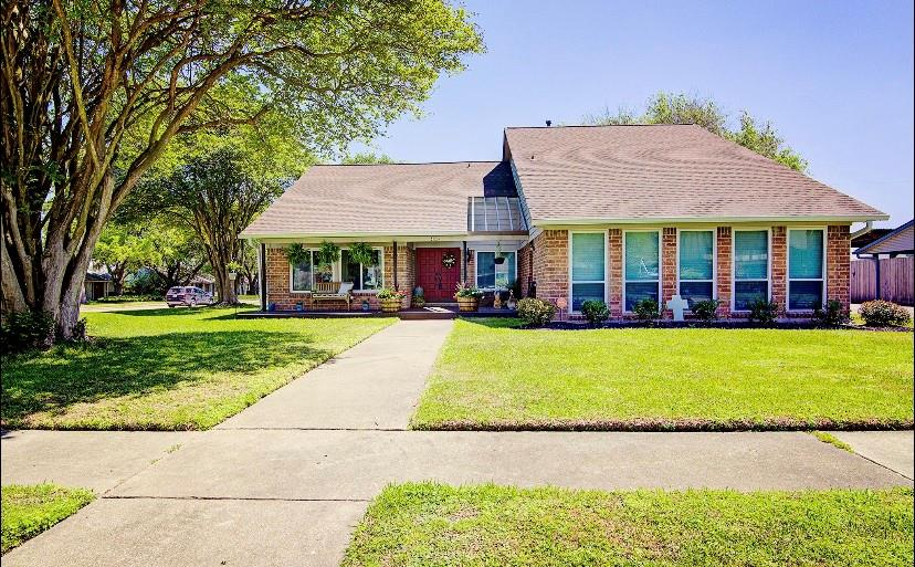 402 W Forrest Lane Property Photo - Deer Park, TX real estate listing