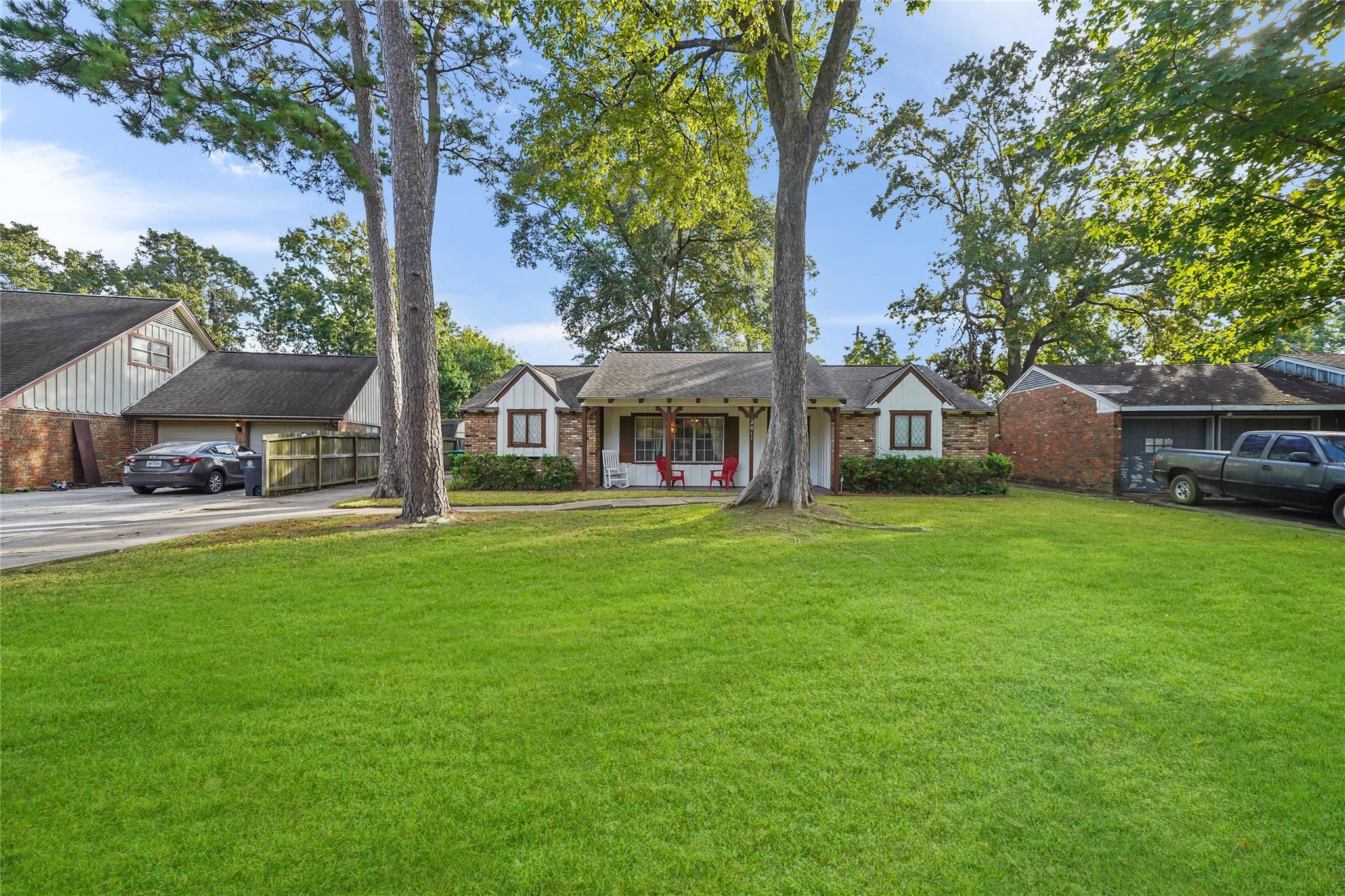 2011 Possum Creek Road Property Photo - Houston, TX real estate listing