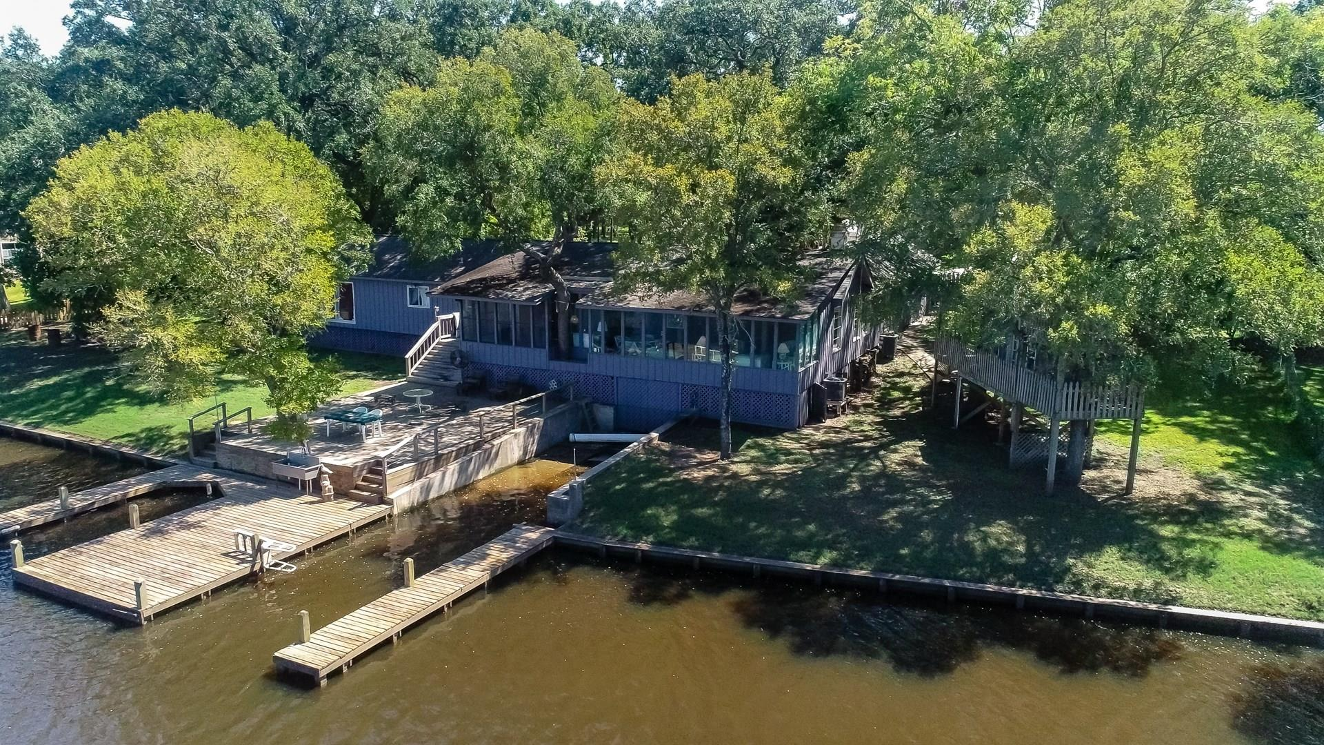 477 Private Road 652 Property Photo - Sargent, TX real estate listing