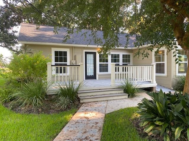 111 Primrose Road Property Photo - Jones Creek, TX real estate listing