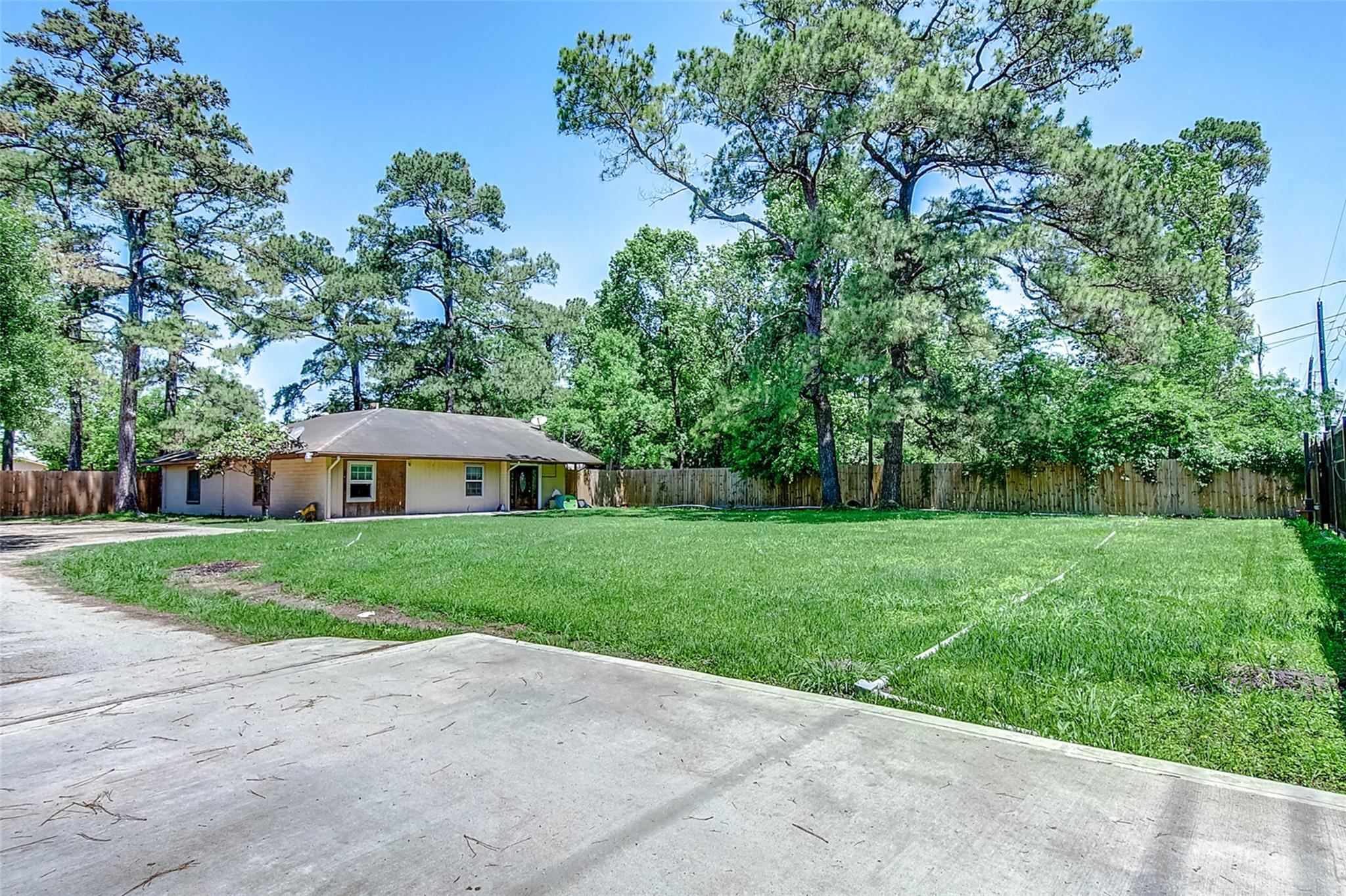 1209 Ashland Boulevard Property Photo - Channelview, TX real estate listing