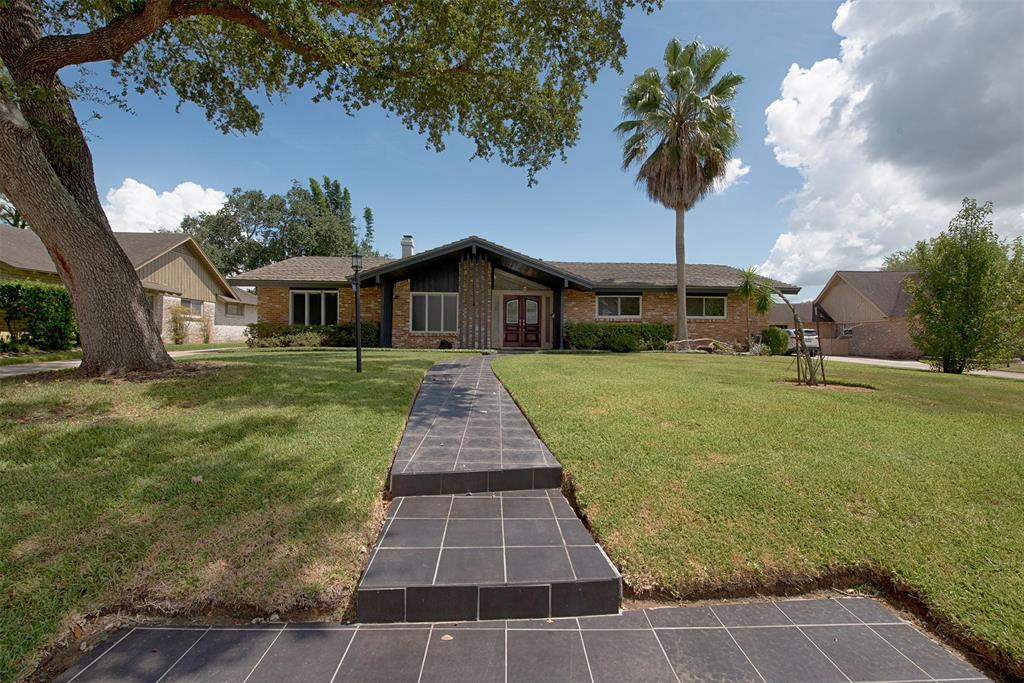 18511 Vinland Drive Property Photo - Nassau Bay, TX real estate listing