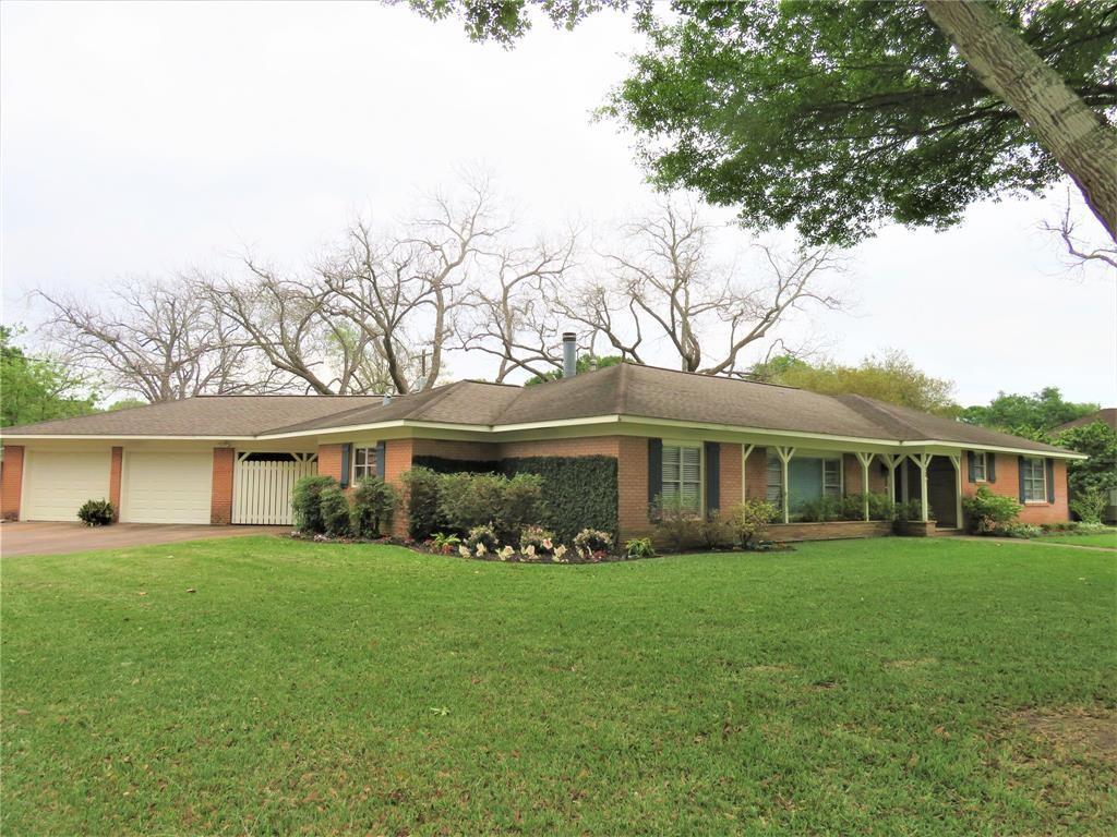 412 Avenue B Property Photo - El Campo, TX real estate listing