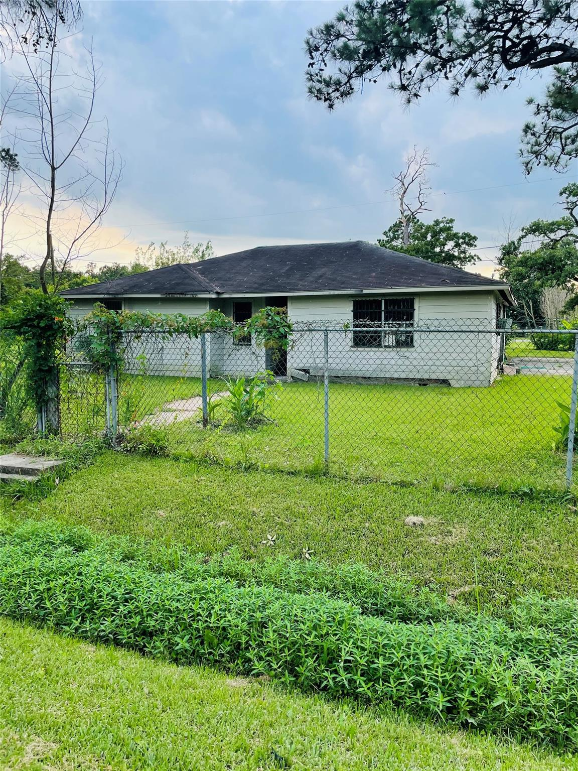 77050 Real Estate Listings Main Image