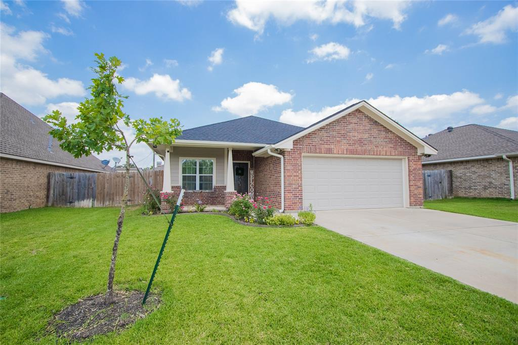 1002 Meadow Wood Property Photo - Caldwell, TX real estate listing