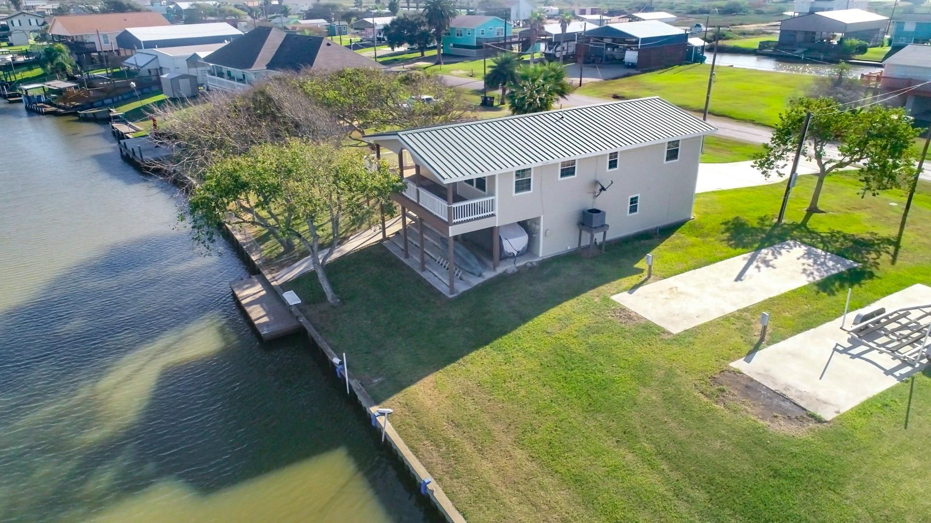 3553 County Road 202 Property Photo - Sargent, TX real estate listing