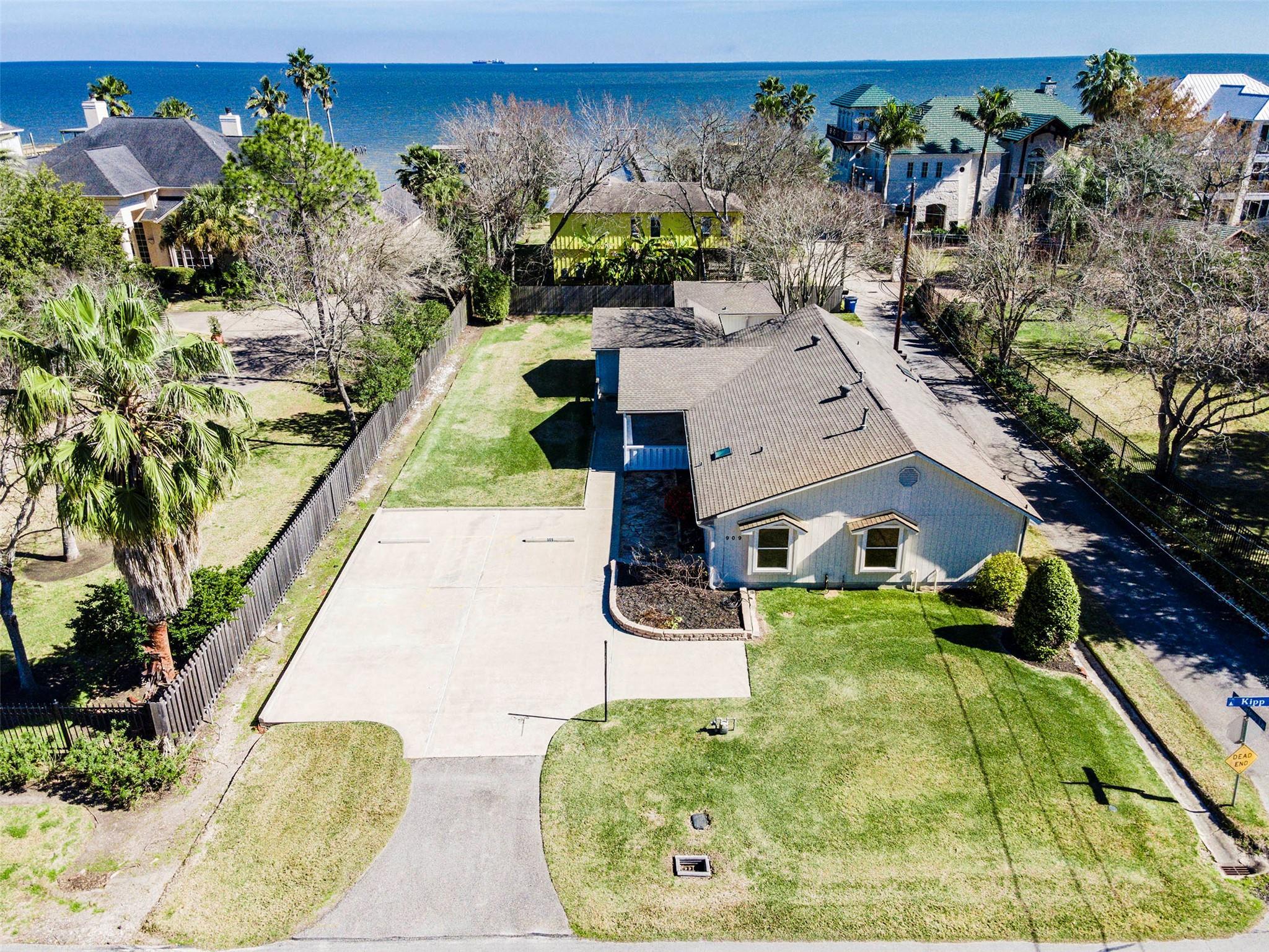 909 Kipp Avenue Property Photo - Kemah, TX real estate listing