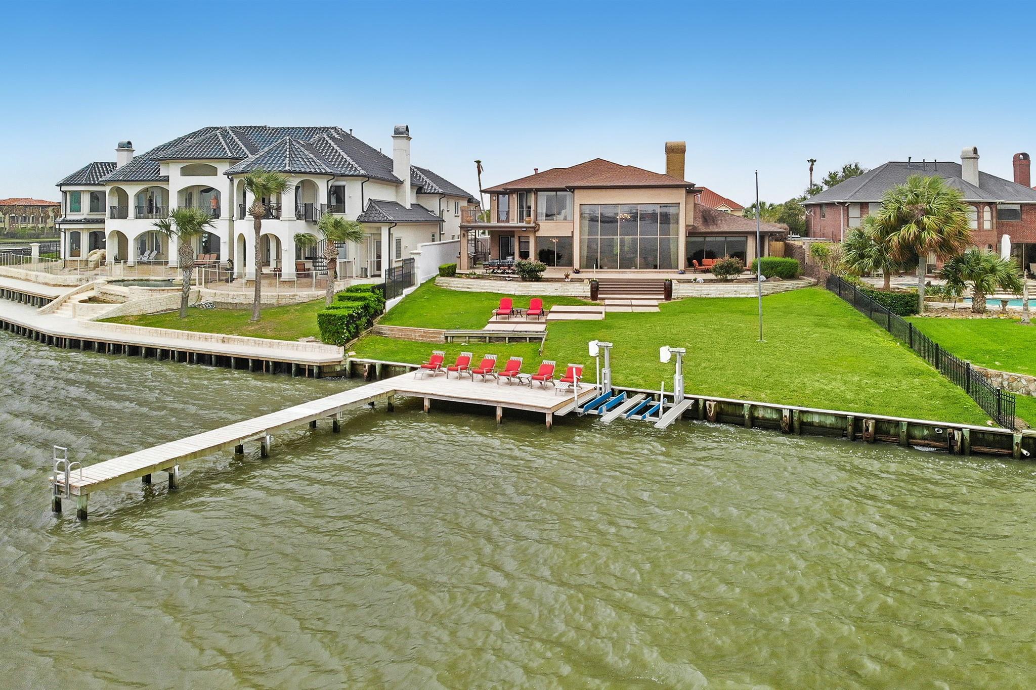 106 Twin Oaks Way Property Photo - Kemah, TX real estate listing