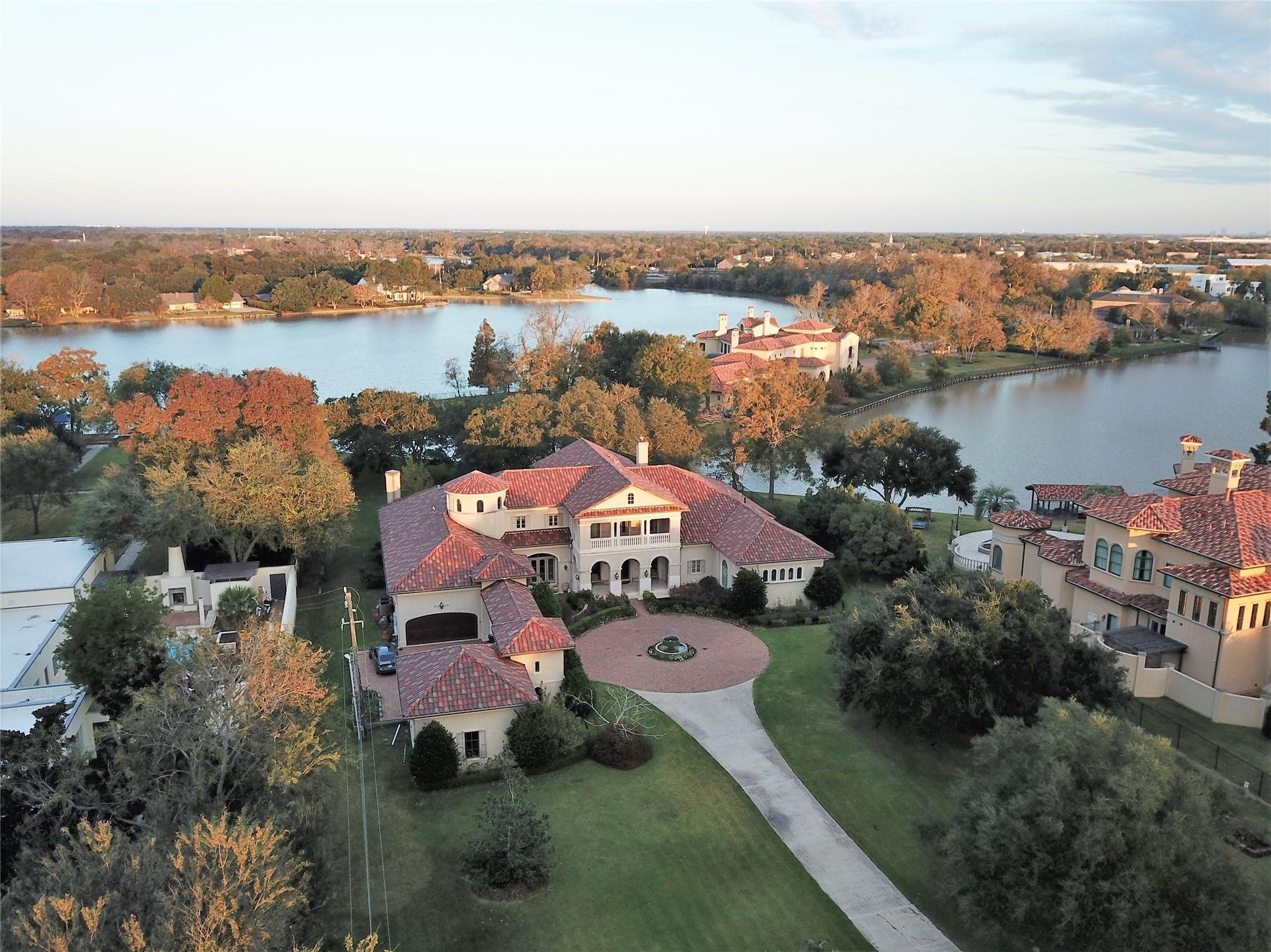 1309 N Horseshoe Drive Property Photo - Sugar Land, TX real estate listing