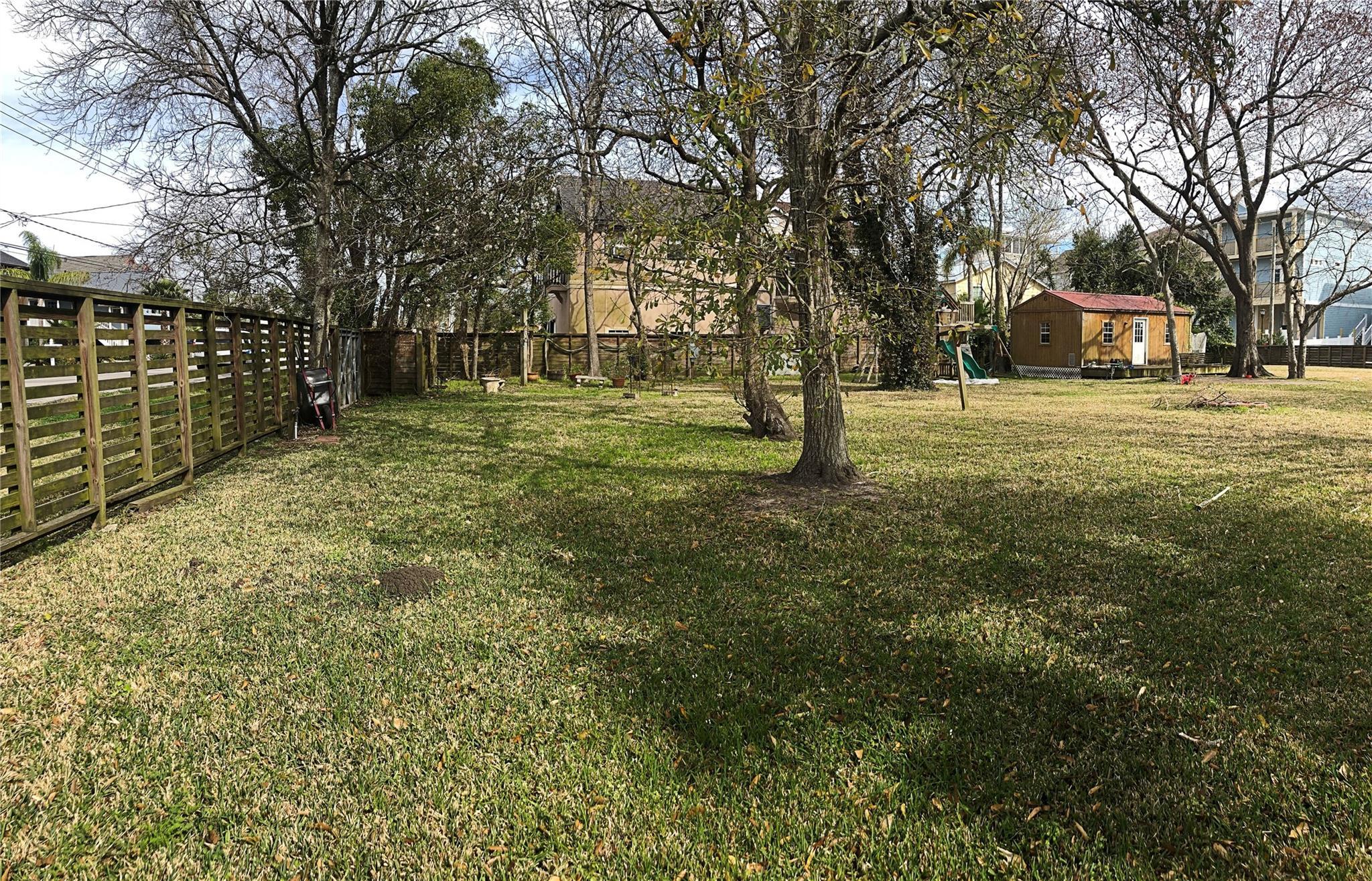 711 Kipp Avenue Property Photo - Kemah, TX real estate listing