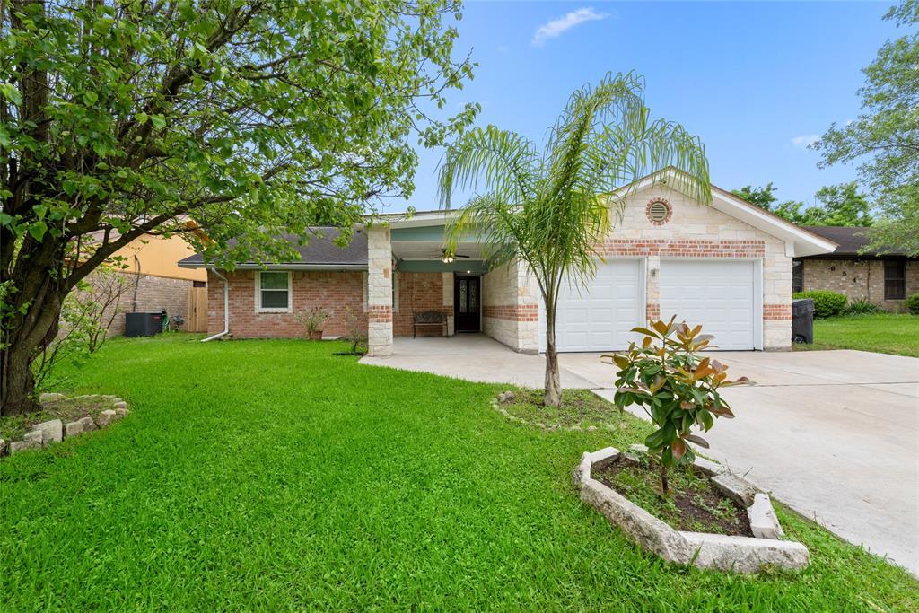 702 Autumnwood Drive Property Photo - Houston, TX real estate listing