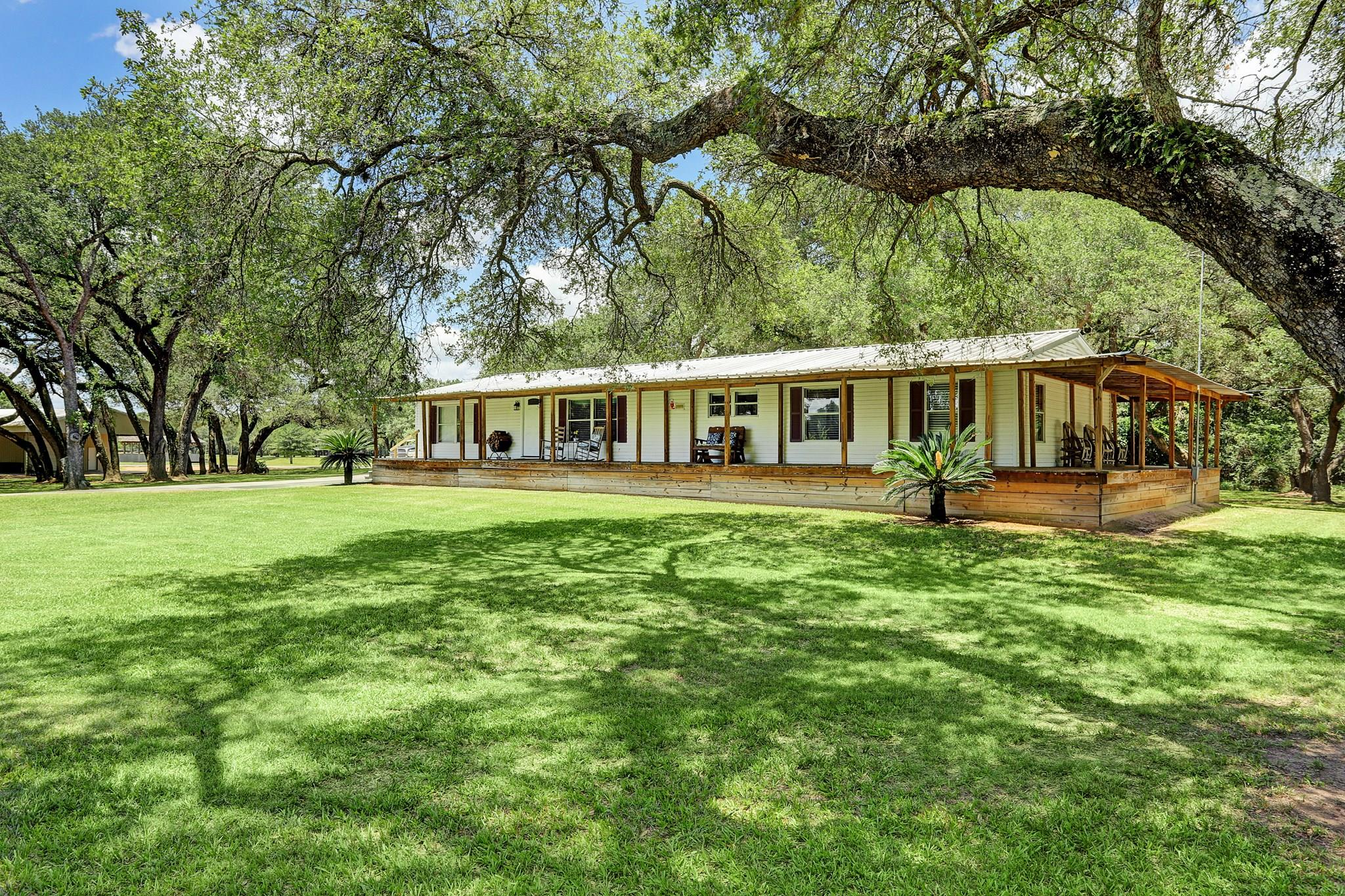 5704 W FM 1093 Road Property Photo - Wallis, TX real estate listing