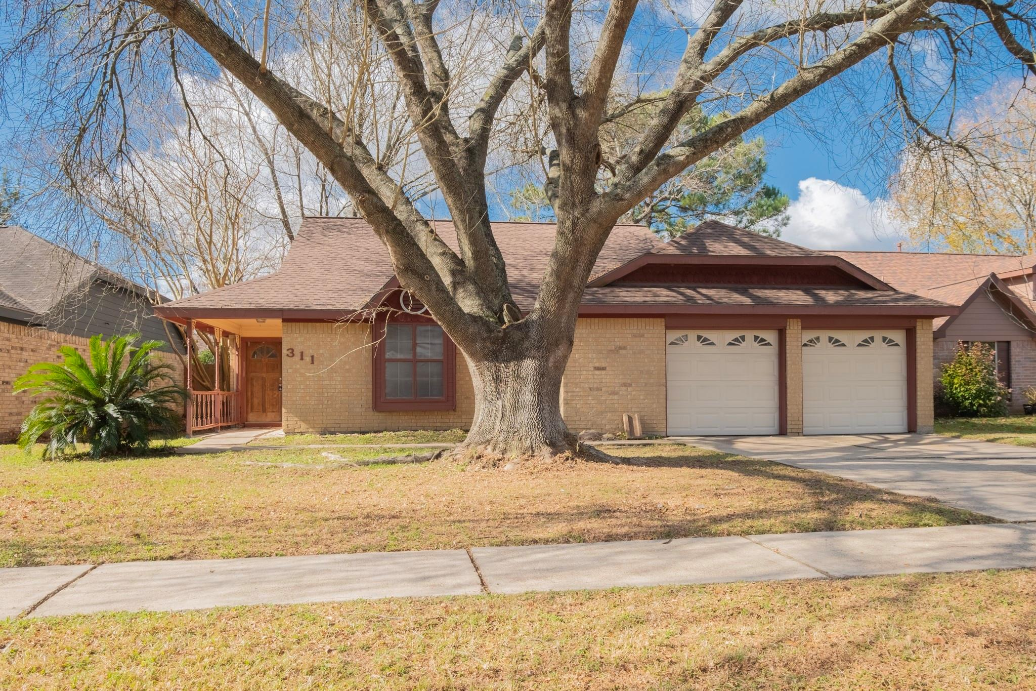 311 Enfield Drive Property Photo - Highlands, TX real estate listing