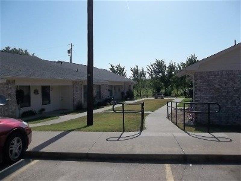 401 Bicentennial Property Photo - Bonham, TX real estate listing