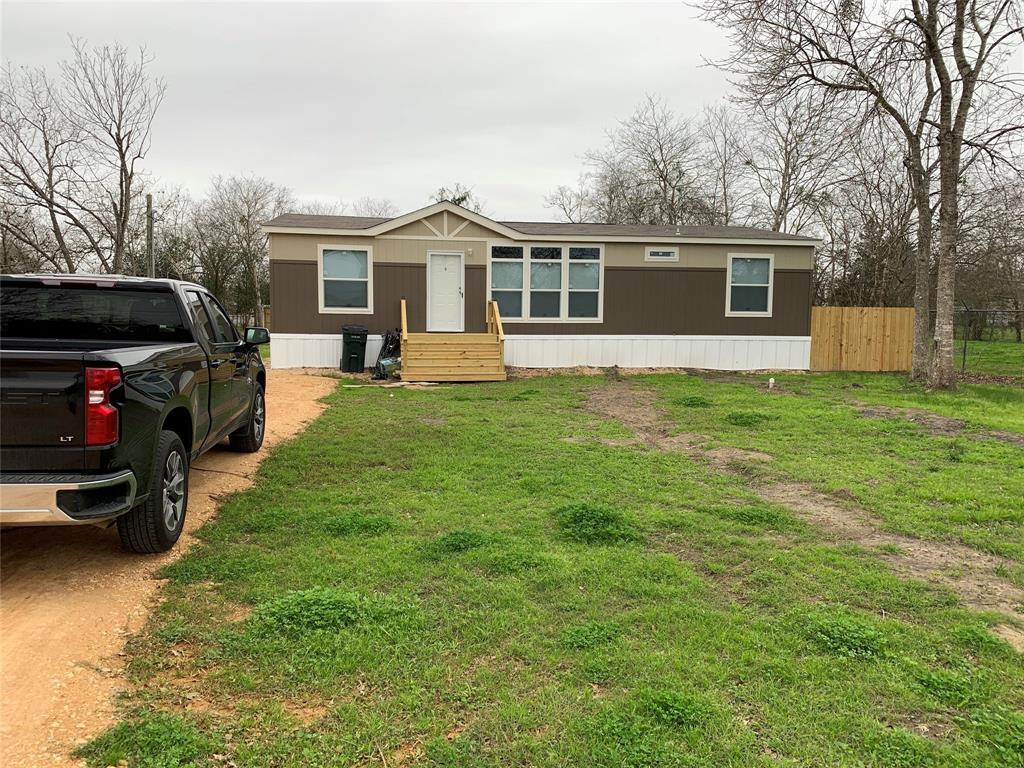 307 E Division Property Photo - Edna, TX real estate listing