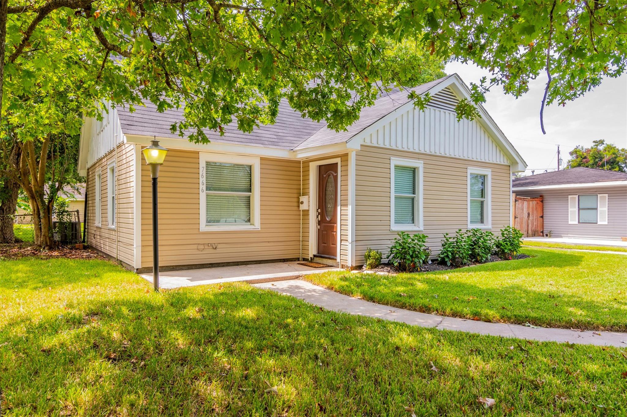 7666 Buena Vista Street Property Photo - Houston, TX real estate listing