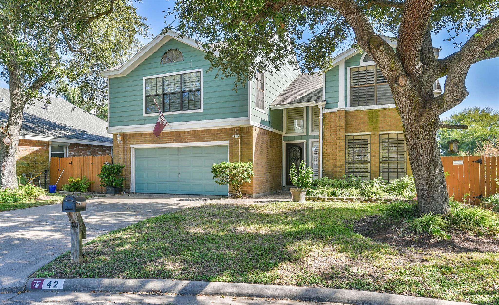 42 Lakeview Drive Property Photo - Galveston, TX real estate listing