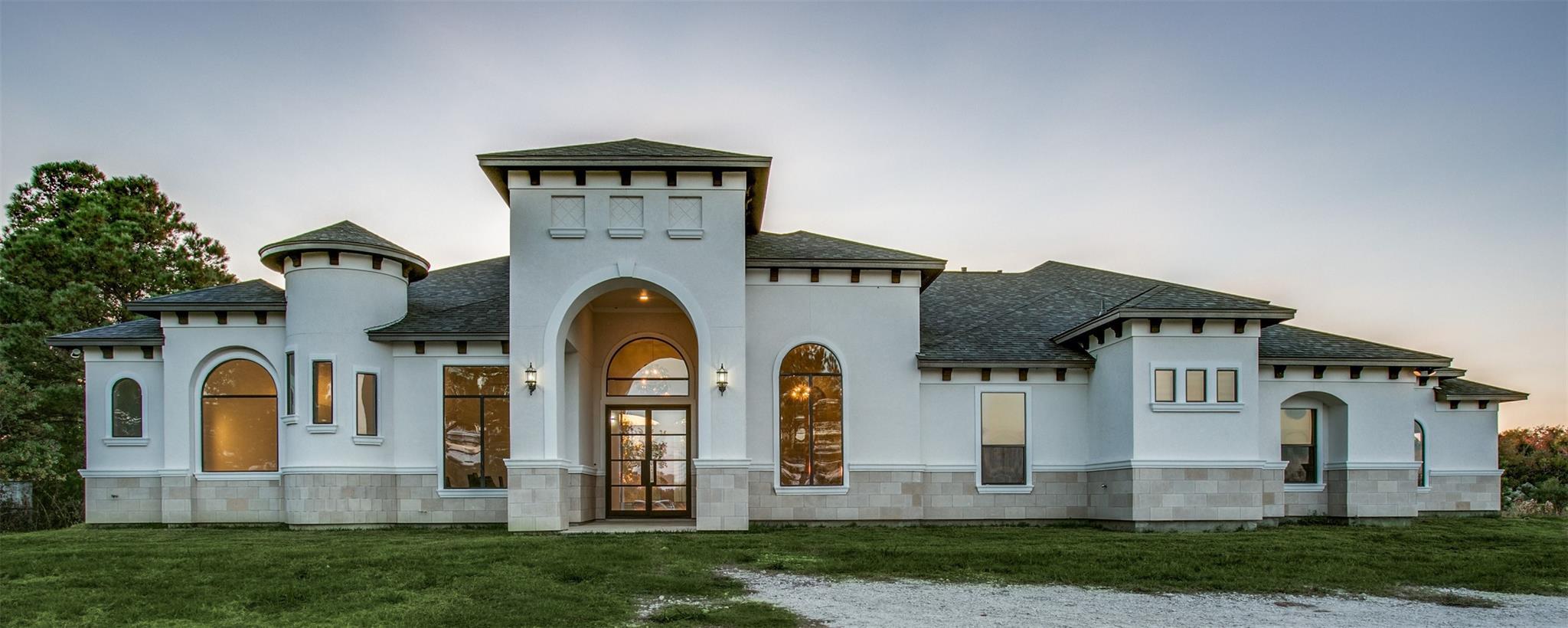 9827 N Main St Street Property Photo - Baytown, TX real estate listing