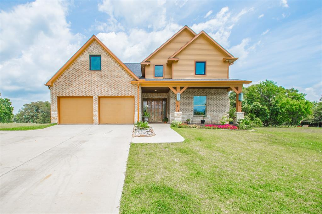215 Pony Trail Property Photo - Angleton, TX real estate listing