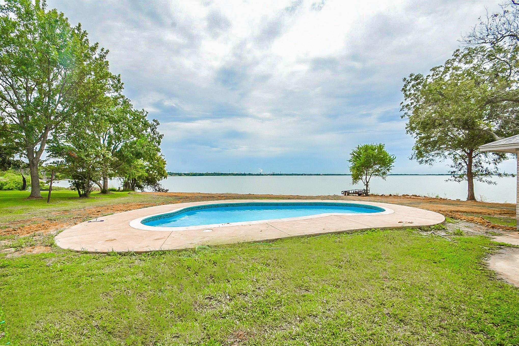 366 Ilfrey Street Property Photo - Baytown, TX real estate listing