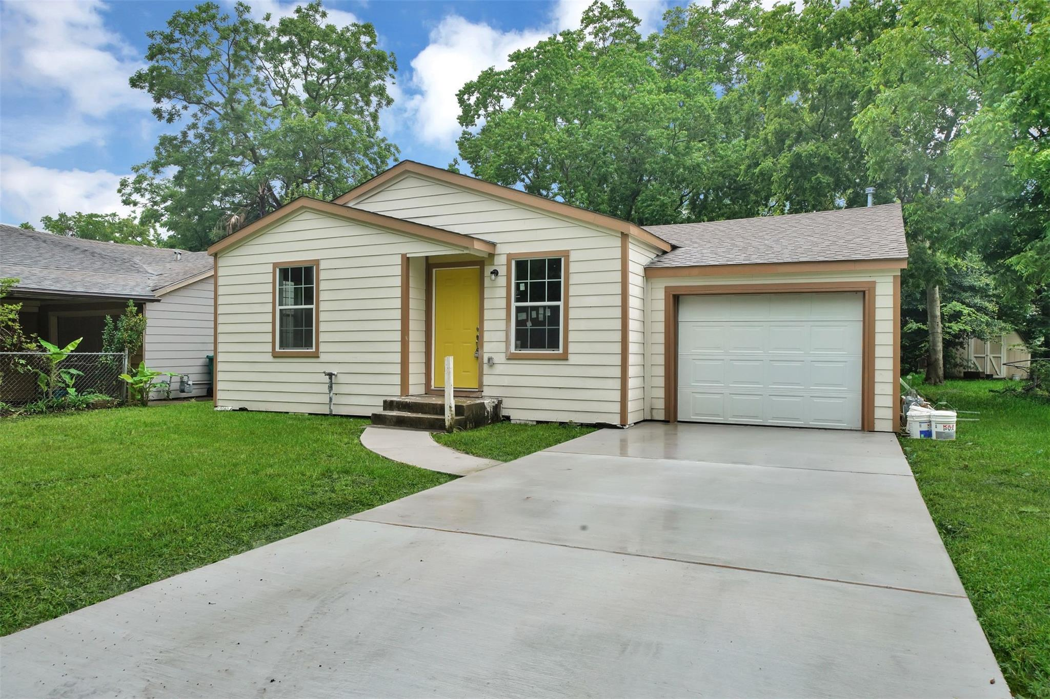 818 Center Street Property Photo