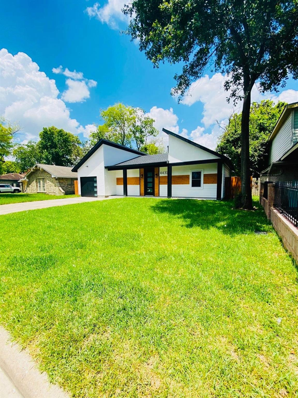 4431 Hollybrook Lane Property Photo - Houston, TX real estate listing