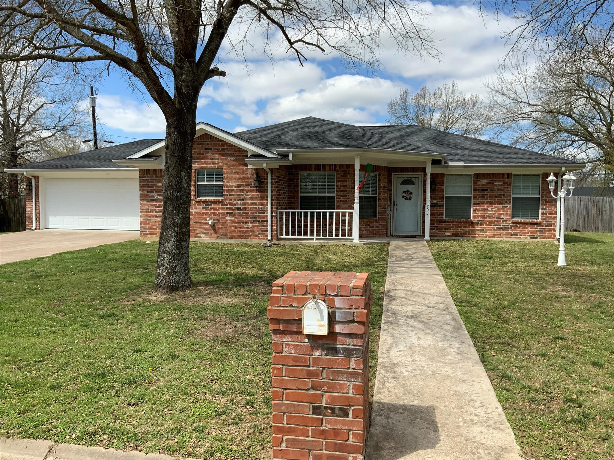 203 Whirlaway Street Property Photo - Groesbeck, TX real estate listing
