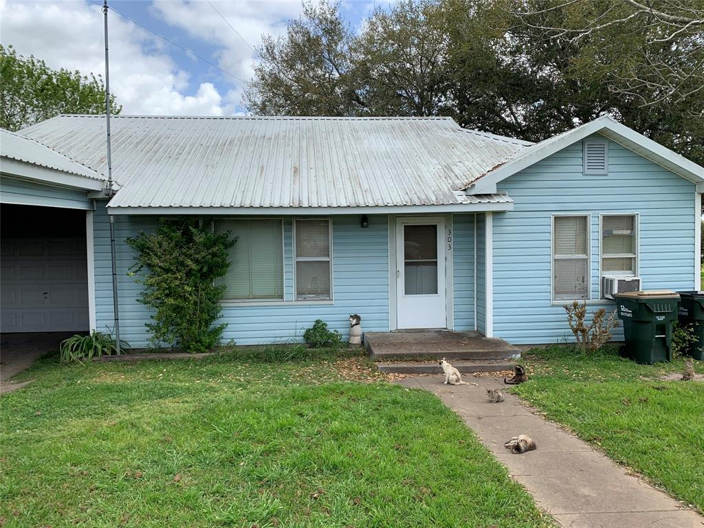 303 S Depot Property Photo - Moulton, TX real estate listing