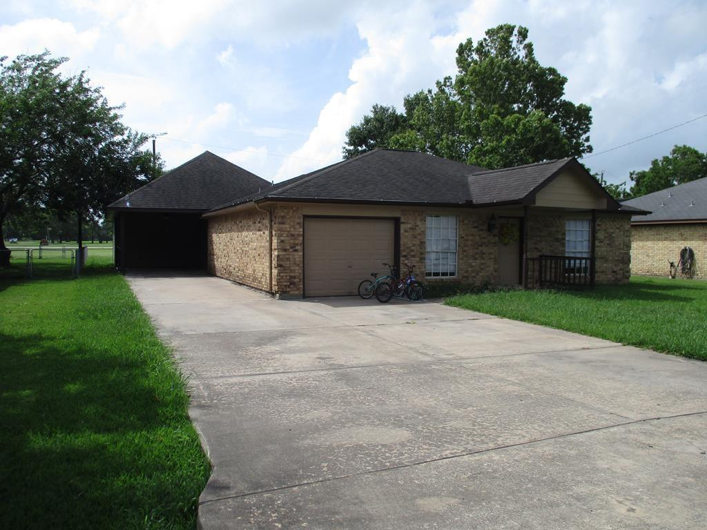 5114 3rd Street Property Photo - Danbury, TX real estate listing