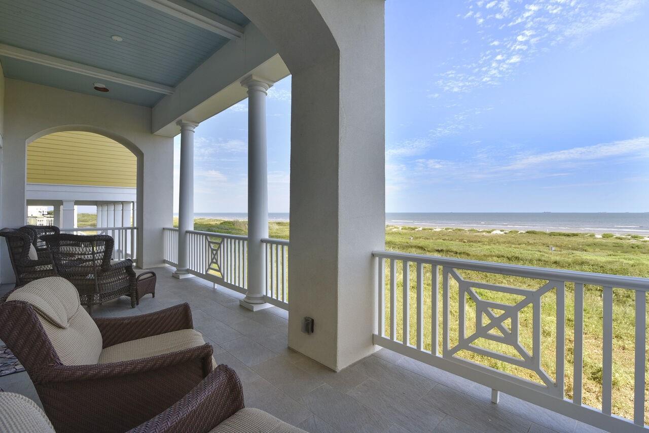 1745 Seaside Drive Property Photo 1
