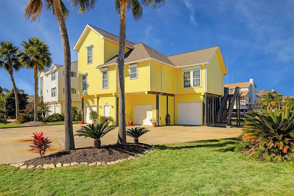 1018 Short Reach Drive Property Photo - Tiki Island, TX real estate listing