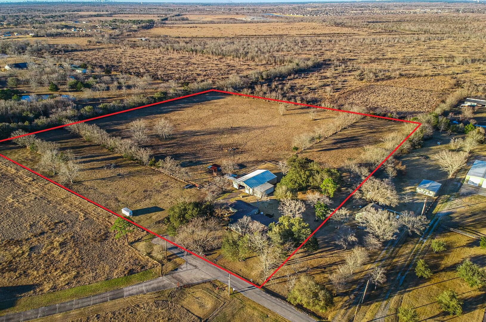 1198 County Road 150 Property Photo - Alvin, TX real estate listing