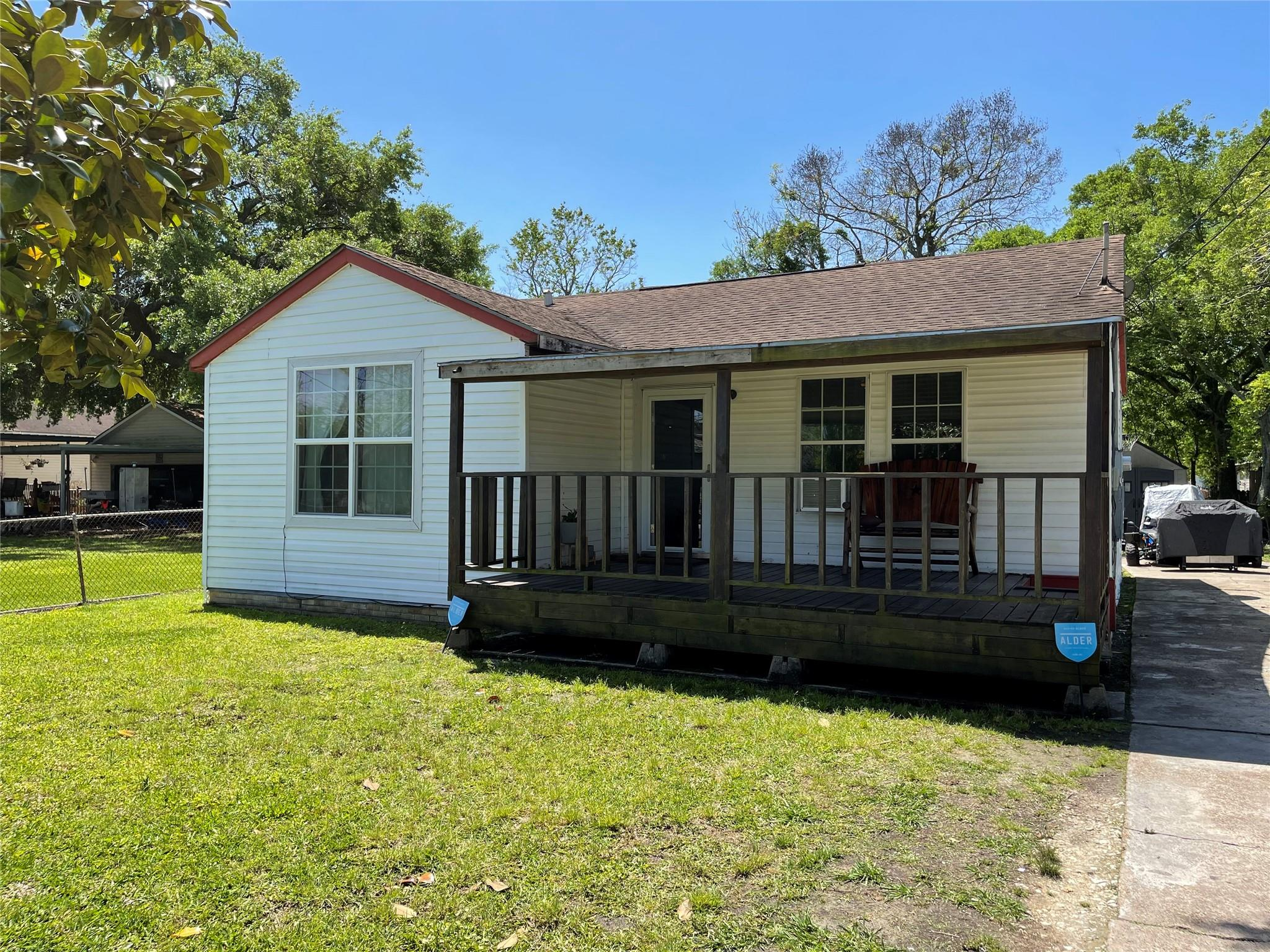 2621 1st Avenue Property Photo - Groves, TX real estate listing