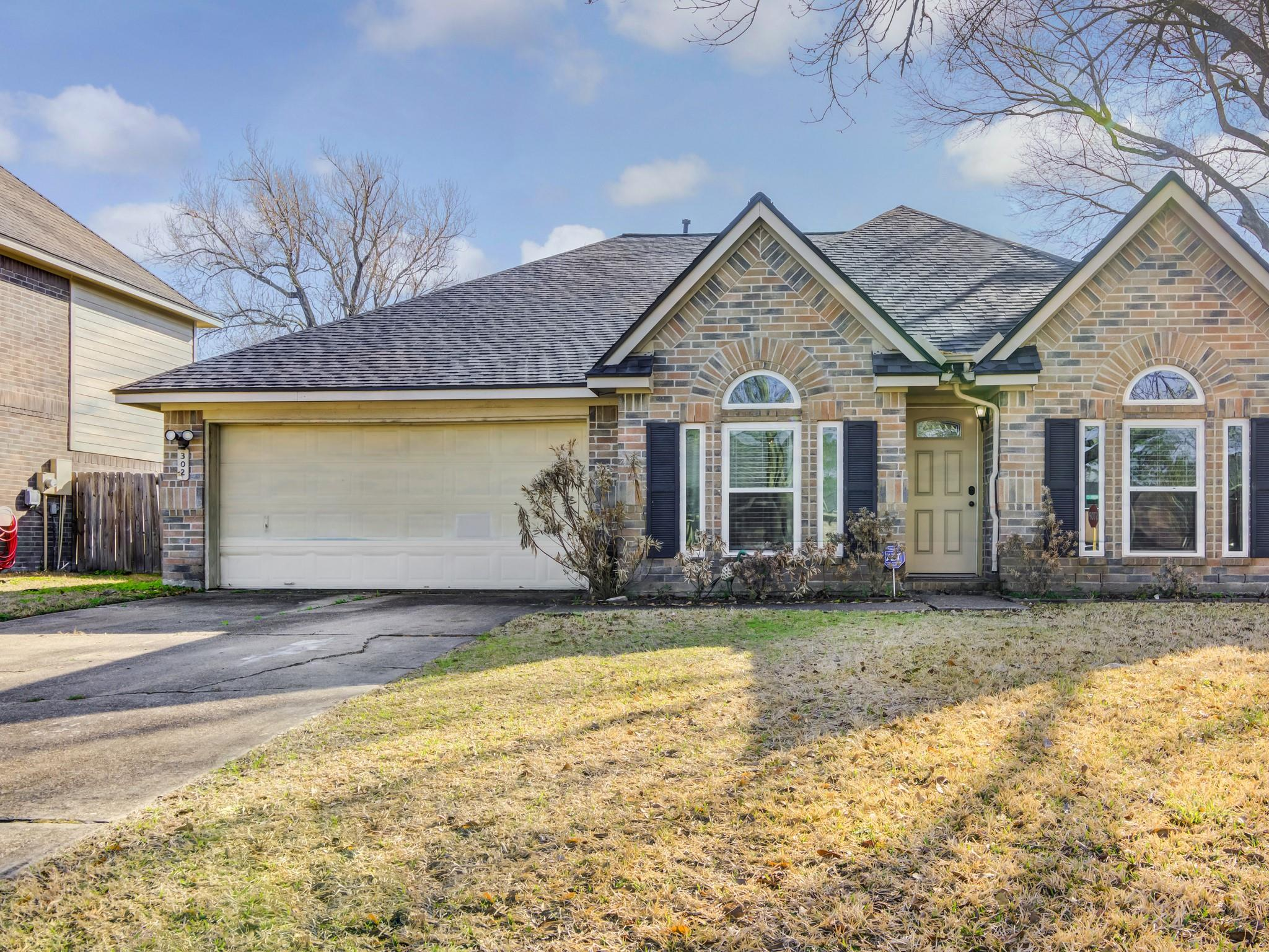302 Dunford Court Property Photo - Highlands, TX real estate listing