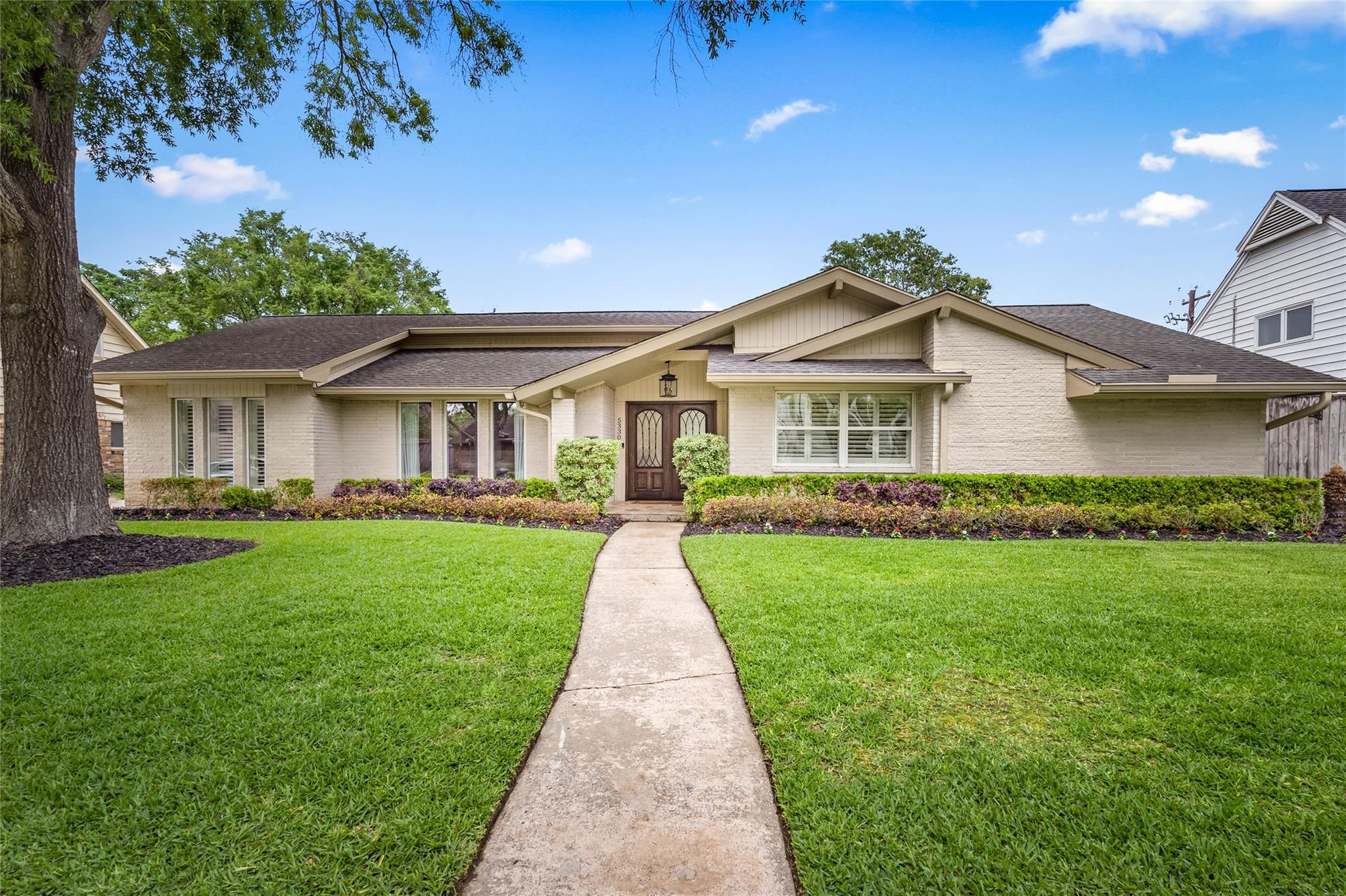 5330 Queensloch Drive Property Photo - Houston, TX real estate listing
