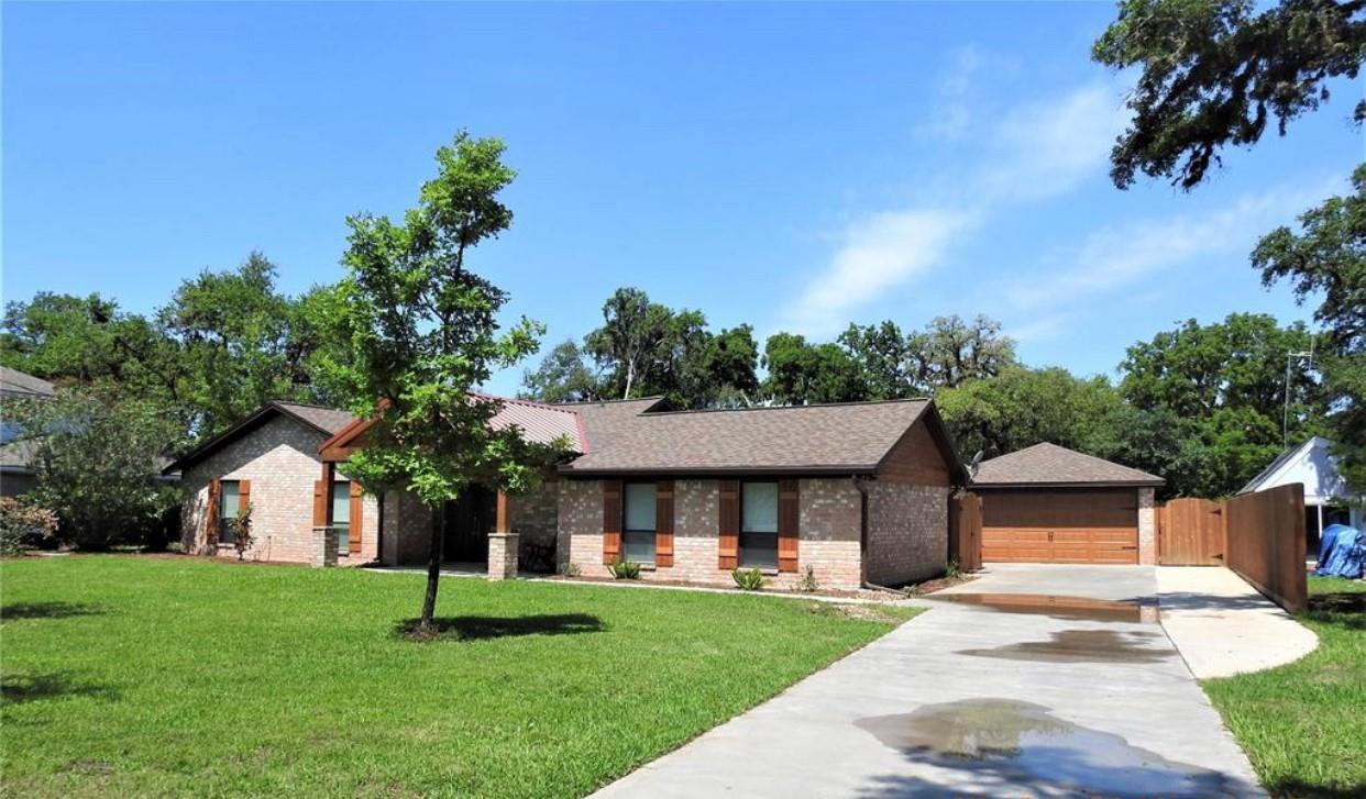 59 Robinhood Lane Lane Property Photo - Clute, TX real estate listing
